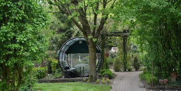 Das Herzstück: Ein liebevoll gestalteter großer Garten